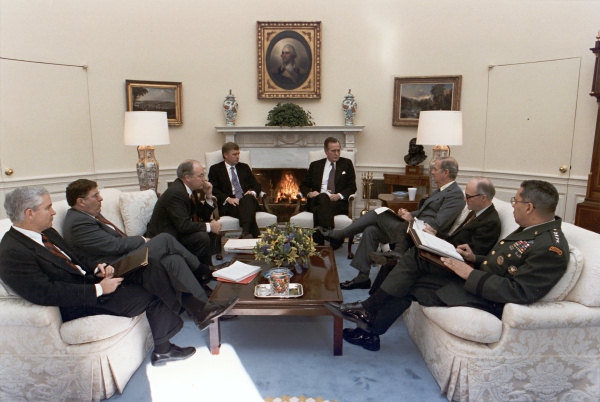 Oval Office GHW Bush staff 1990